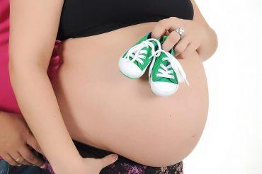 عمليات الولادة ستتم باللغة الأم pregnant woman belly boy pregnancy pregnant waiting mother love woman 370x246