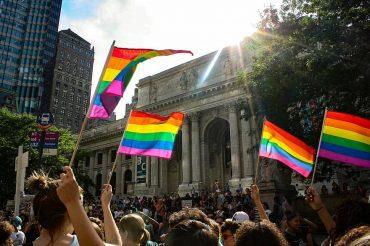 في داخل الخزانة, المثليون المسلمون يعانون بصمت في النرويج pride parade new york pride nyc lesbian dyke march new york public library lgbt 370x246