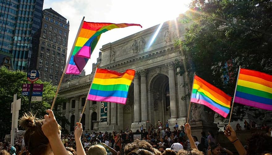 في داخل الخزانة, المثليون المسلمون يعانون بصمت في النرويج pride parade new york pride nyc lesbian dyke march new york public library lgbt 880x500