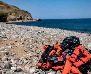 في قضية هي الأولى من نوعها: الشرطة اليونانية تحقق مع رجل بتهمة تعريض ابنه للخطر في المتوسط ExQD NsA SFCjKBdt4STgwxwm9gUrQDEc FBmvNV A Q 370x300