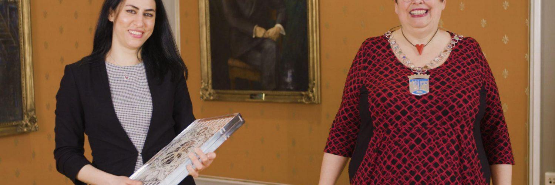 لقاء مع أسماء درباس، السوريّة الفائزة بجائزة التنوع في تروندهايم 172067909 287855876075500 7304173952907555238 n 1500x500