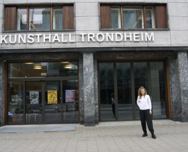لقاء مع ستيفاني هيسلر: مديرة Kunsthall Trondheim DSC0880 370x300