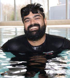 أبو بكر أبو حسين: تعلمت السباحة من أجل أولادي 3ulRgm7twd9ZNuQYRT0dswFcrHMIz0I3HwEONZ4SMhJg 270x300