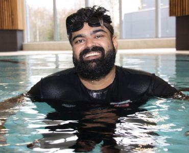 أبو بكر أبو حسين: تعلمت السباحة من أجل أولادي 3ulRgm7twd9ZNuQYRT0dswFcrHMIz0I3HwEONZ4SMhJg 370x300