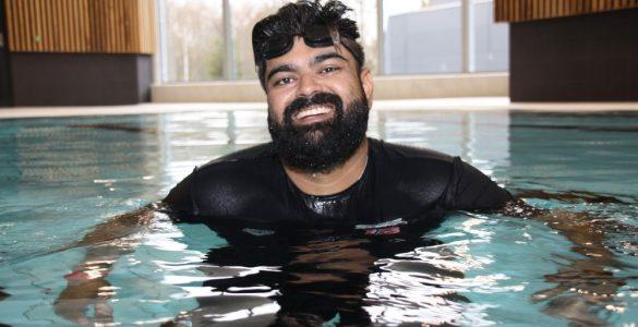 أبو بكر أبو حسين: تعلمت السباحة من أجل أولادي 3ulRgm7twd9ZNuQYRT0dswFcrHMIz0I3HwEONZ4SMhJg 585x300
