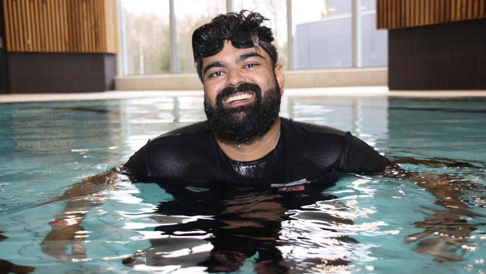 أبو بكر أبو حسين: تعلمت السباحة من أجل أولادي 3ulRgm7twd9ZNuQYRT0dswFcrHMIz0I3HwEONZ4SMhJg