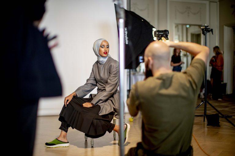 روضة محمد مُحررة الأزياء في مجلة Vogue الاسكندنافية، أول محررة أزياء محجبة في الغرب Shoot22ny 768x512 1
