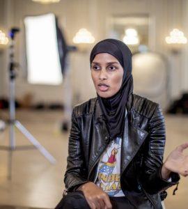 روضة محمد مُحررة الأزياء في مجلة Vogue الاسكندنافية، أول محررة أزياء محجبة في الغرب Shoot4 768x512 1 270x300