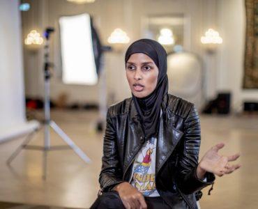 روضة محمد مُحررة الأزياء في مجلة Vogue الاسكندنافية، أول محررة أزياء محجبة في الغرب Shoot4 768x512 1 370x300