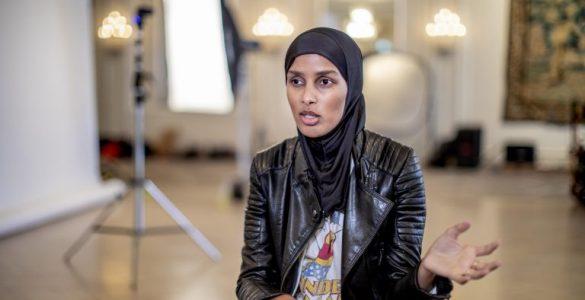 روضة محمد مُحررة الأزياء في مجلة Vogue الاسكندنافية، أول محررة أزياء محجبة في الغرب Shoot4 768x512 1 585x300
