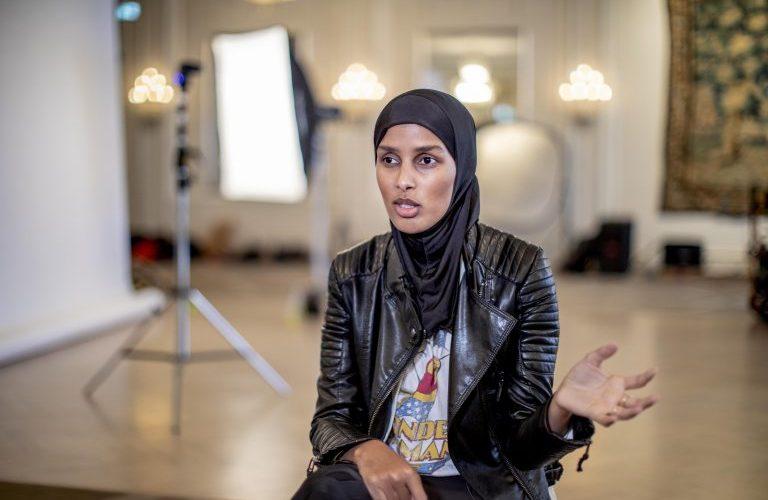 روضة محمد مُحررة الأزياء في مجلة Vogue الاسكندنافية، أول محررة أزياء محجبة في الغرب Shoot4 768x512 1 768x500