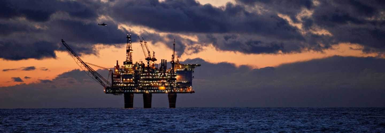 ما هو موقف الأحزاب النرويجية من الثروة النفطية في البلاد؟ shutterstock 1334048534 1440x500