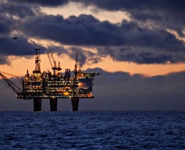 ما هو موقف الأحزاب النرويجية من الثروة النفطية في البلاد؟ shutterstock 1334048534 370x300
