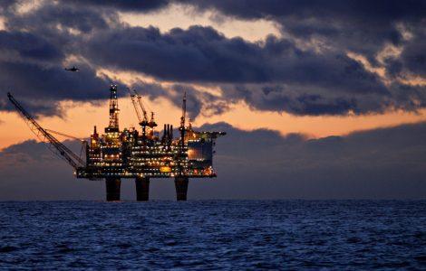 ما هو موقف الأحزاب النرويجية من الثروة النفطية في البلاد؟ shutterstock 1334048534 470x300
