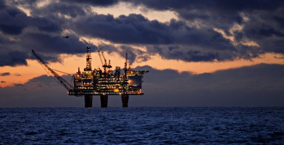 ما هو موقف الأحزاب النرويجية من الثروة النفطية في البلاد؟ shutterstock 1334048534 585x300